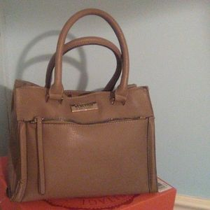 Reaction Kenneth Cole hand bag